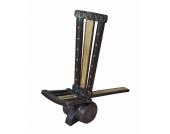 Sehr schoener traditioneller Stuhl aus Indien antik & aus Massivholz